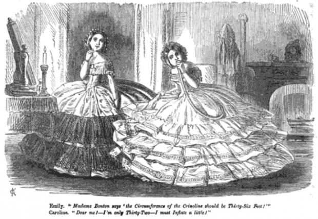 Bức ảnh khiến nhiều người hiểu lầm cô gái bị bạo hành nhưng ẩn chứa sự thật về thứ trang phục Tử thần từng giết chết gần 3.000 phụ nữ - Ảnh 6.