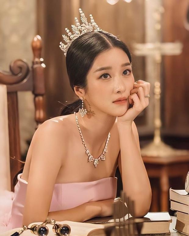 Knet phát cuồng với loạt ảnh mới của điên nữ Seo Ye Ji: Đẹp như công chúa Disney, thậm chí được tôn làm nữ hoàng - Ảnh 3.