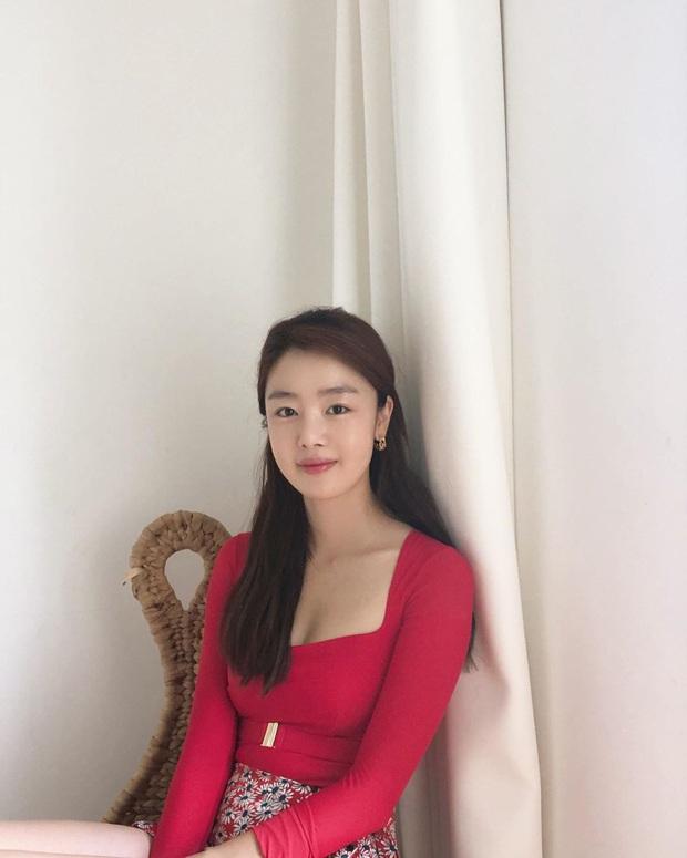 Nữ thần Kpop một thời vọt lên top Naver sau màn khoe vòng 1 đẫy đà, nhưng dân mạng sốc nặng khi nhìn đến cánh tay - Ảnh 2.