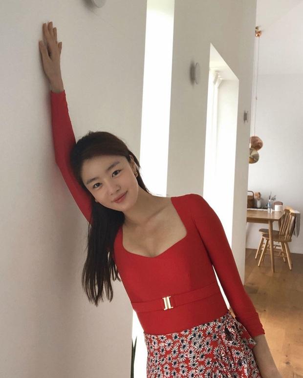 Nữ thần Kpop một thời vọt lên top Naver sau màn khoe vòng 1 đẫy đà, nhưng dân mạng sốc nặng khi nhìn đến cánh tay - Ảnh 5.