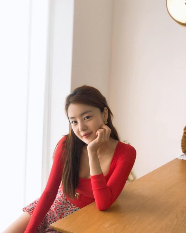Nữ thần Kpop một thời vọt lên top Naver sau màn khoe vòng 1 đẫy đà, nhưng dân mạng sốc nặng khi nhìn đến cánh tay - Ảnh 3.