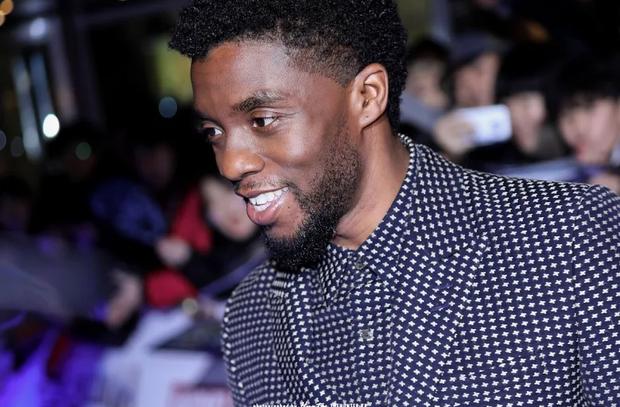 MXH dậy sóng vì khoảnh khắc Black Panther Chadwick Boseman tại sự kiện ở Hàn 1 năm trước, hành động nhỏ cho thấy nhân cách hiếm có - Ảnh 7.