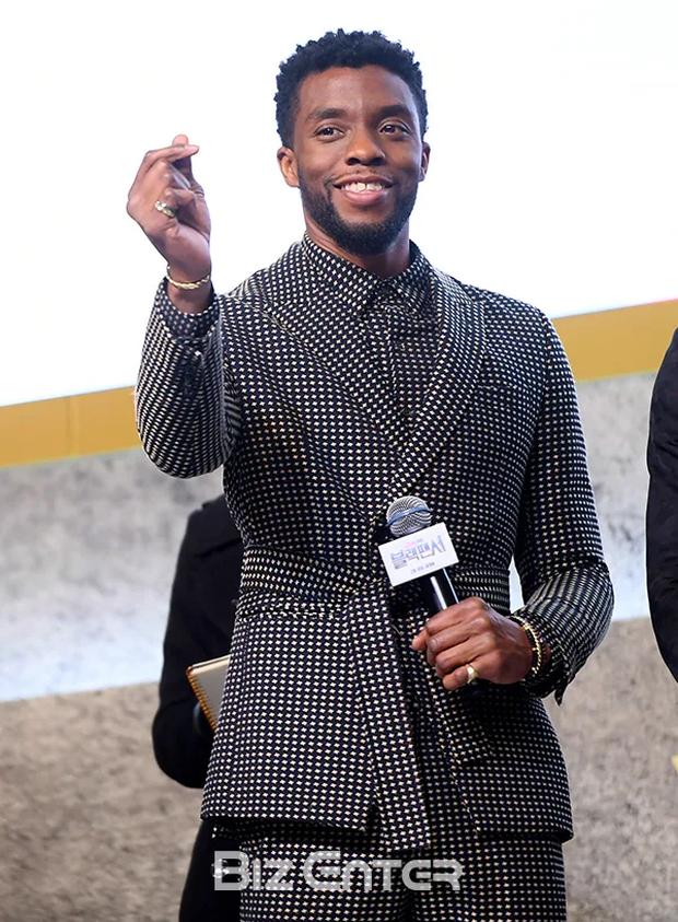 MXH dậy sóng vì khoảnh khắc Black Panther Chadwick Boseman tại sự kiện ở Hàn 1 năm trước, hành động nhỏ cho thấy nhân cách hiếm có - Ảnh 6.