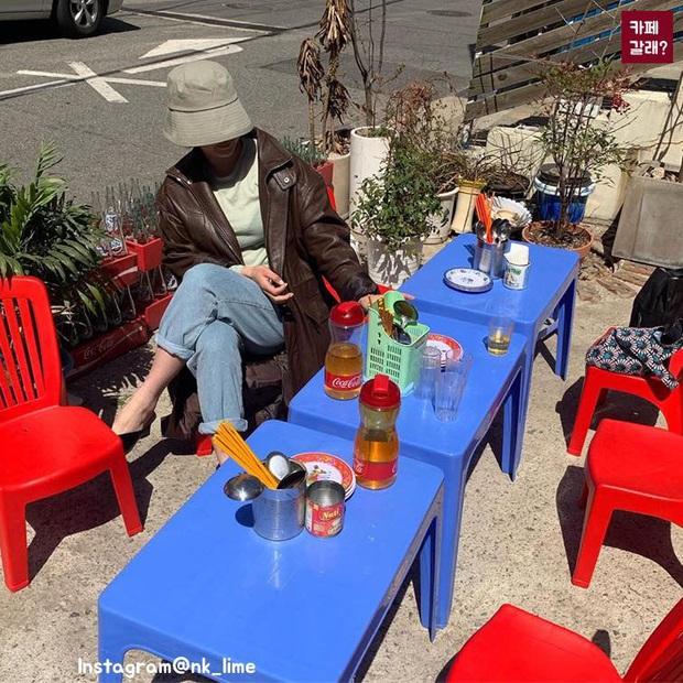 Một quán nhậu ở Seoul (Hàn Quốc) y hệt phố Tây Tạ Hiện từ A tới Z: Bàn ghế nhựa, đồ nhắm, kiểu gì cũng tưởng ở Việt Nam - Ảnh 2.
