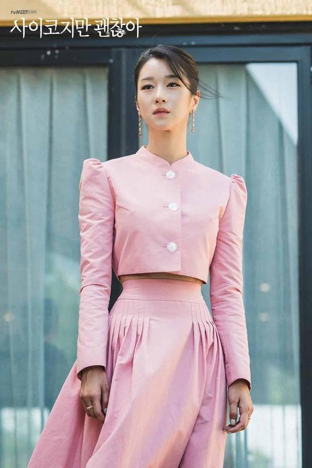 Nhìn Seo Ye Ji ăn diện khoe eo nhỏ siêu thực, các nàng cũng tăm tia được ngay set đồ matching tôn eo hack dáng - Ảnh 1.