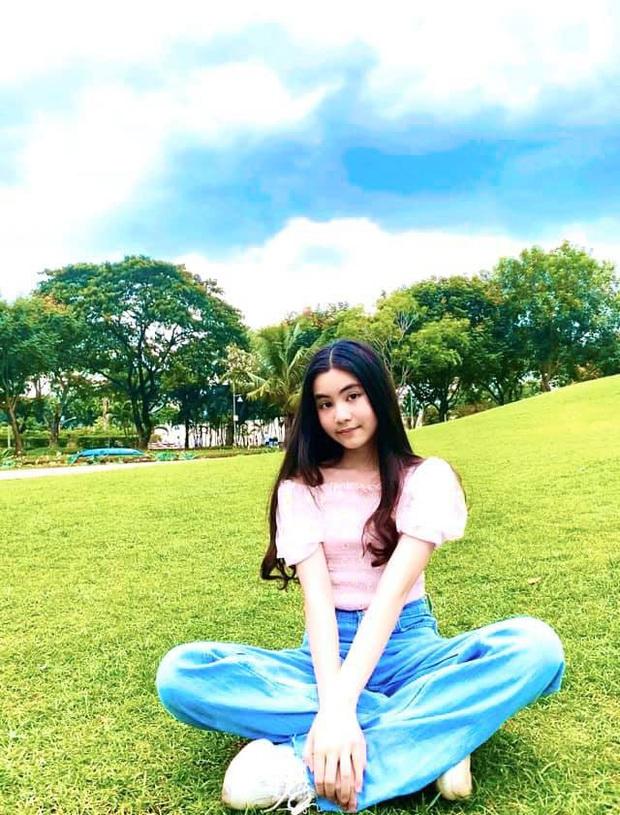 Bất chấp mẹ chụp cam thường, 2 tiểu thư nhà MC Quyền Linh vẫn đẹp điên đảo: Bảo sao bị hối đi thi Hoa hậu ngay và luôn! - Ảnh 7.