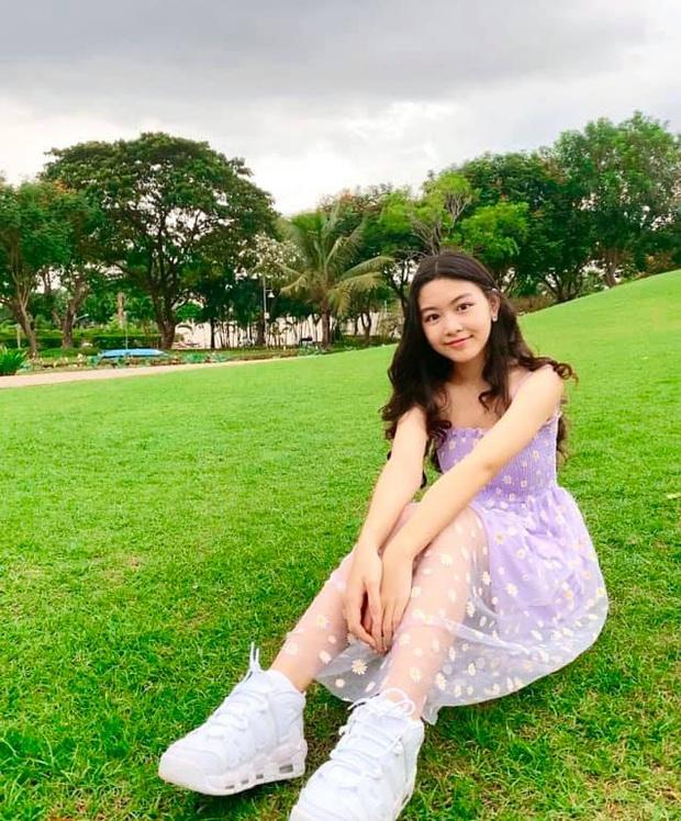Bất chấp mẹ chụp cam thường, 2 tiểu thư nhà MC Quyền Linh vẫn đẹp điên đảo: Bảo sao bị hối đi thi Hoa hậu ngay và luôn! - Ảnh 4.