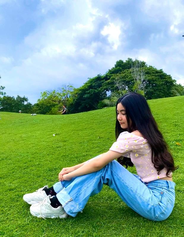 Bất chấp mẹ chụp cam thường, 2 tiểu thư nhà MC Quyền Linh vẫn đẹp điên đảo: Bảo sao bị hối đi thi Hoa hậu ngay và luôn! - Ảnh 5.