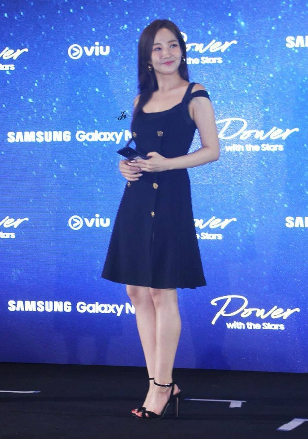 """Diện váy na ná Park Min Young, Lia (ITZY) mix đồ ngầu hẳn nhưng liệu có sang xịn hơn nữ hoàng """"dao kéo""""? - Ảnh 3."""