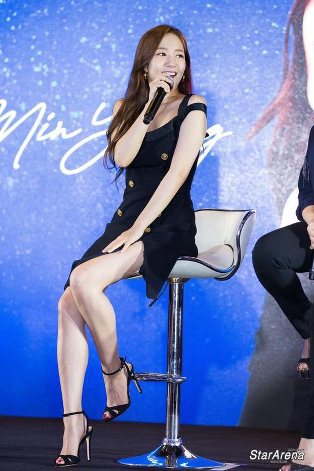 """Diện váy na ná Park Min Young, Lia (ITZY) mix đồ ngầu hẳn nhưng liệu có sang xịn hơn nữ hoàng """"dao kéo""""? - Ảnh 4."""