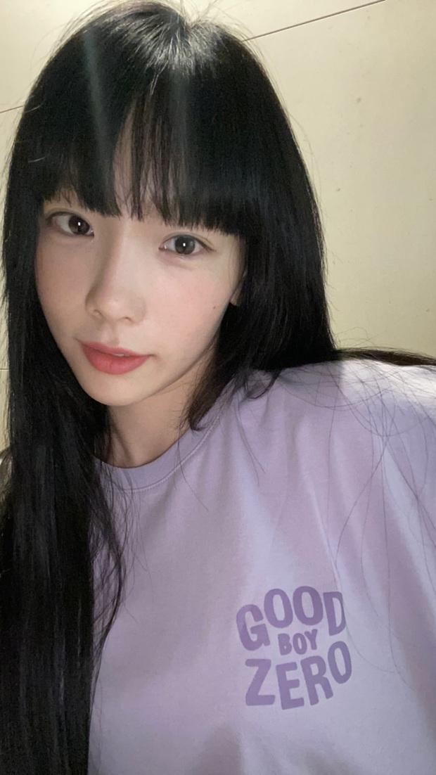 Từng hứa cùng fan già đi, sao Taeyeon vẫn trẻ như cũ khi diện lại kiểu tóc thanh xuân 6 năm trước: Thánh nuốt lời chắc là chị - Ảnh 1.