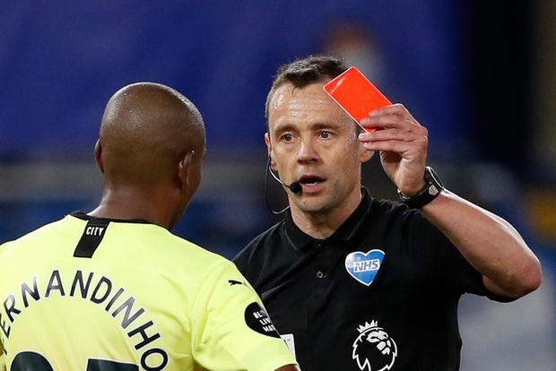 Bóng đá Anh ra luật mới giữa mùa dịch Covid-19: Cấm ho vào mặt đối thủ, phạt nặng nếu vi phạm - Ảnh 1.
