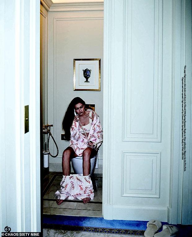 Bà bầu hot nhất Hollywood Gigi Hadid đốt mắt netizen với bộ ảnh bán khoả thân: Vòng 1 căng tràn thả rông, thần thái ngút ngàn - Ảnh 10.
