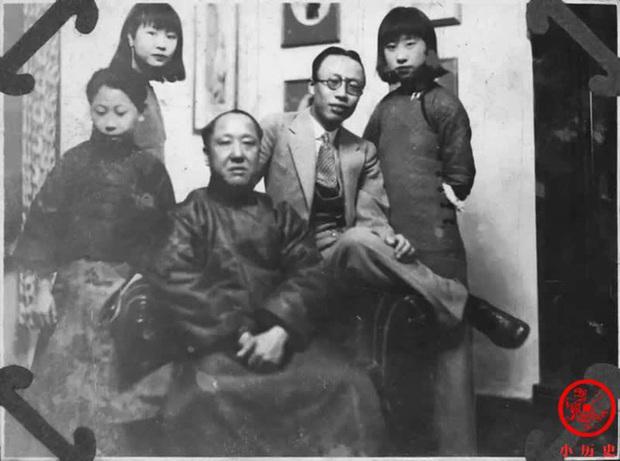 Loạt ảnh khắc họa toàn bộ cuộc sống của gia đình Hoàng đế nhà Thanh cuối cùng: 3 thế hệ chung sống dưới 1 mái nhà và những câu chuyện ít người biết - Ảnh 4.