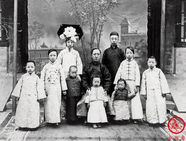 Loạt ảnh khắc họa toàn bộ cuộc sống của gia đình Hoàng đế nhà Thanh cuối cùng: 3 thế hệ chung sống dưới 1 mái nhà và những câu chuyện ít người biết - Ảnh 5.