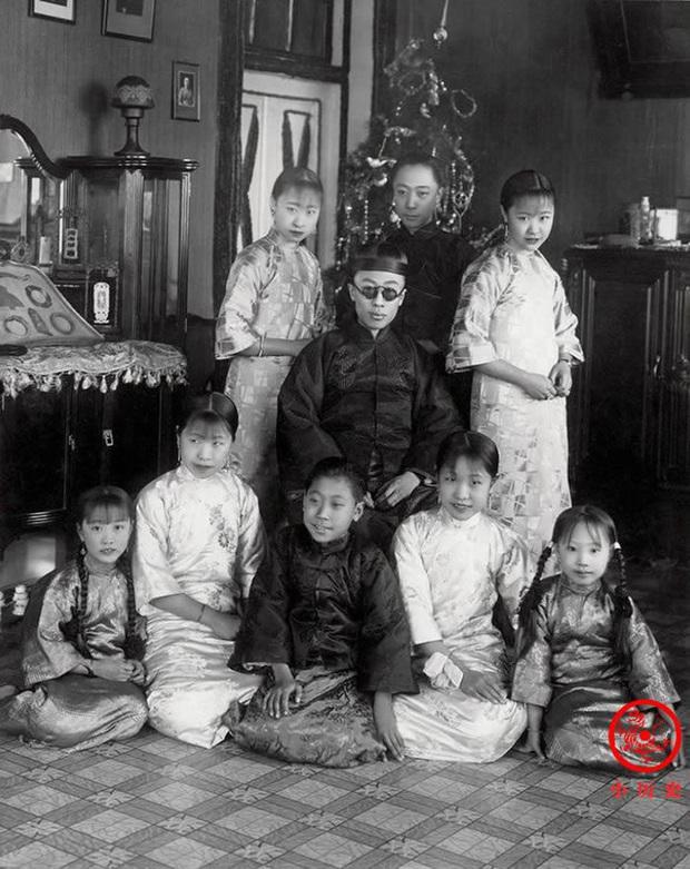 Loạt ảnh khắc họa toàn bộ cuộc sống của gia đình Hoàng đế nhà Thanh cuối cùng: 3 thế hệ chung sống dưới 1 mái nhà và những câu chuyện ít người biết - Ảnh 8.