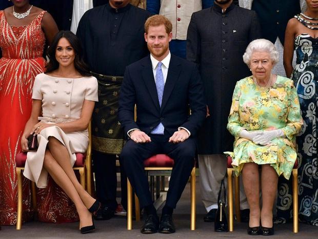 Sau loạt tin đồn bất hòa, Nữ hoàng và vợ chồng Hoàng tử William có động thái bất ngờ trong dịp sinh nhật Meghan Markle - Ảnh 1.
