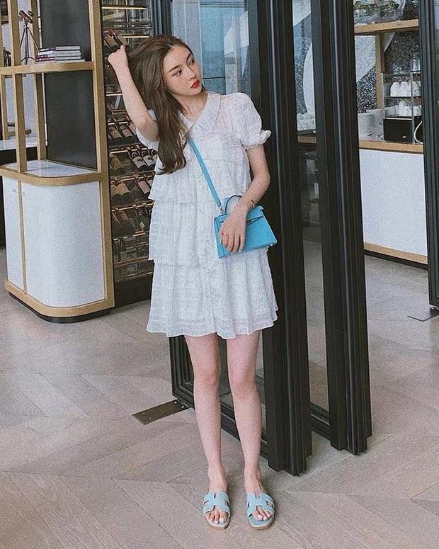 9 mẫu váy liền giúp các nàng có style xịn sò hẳn lên, diện đi chơi sống ảo không chê được điểm nào - Ảnh 17.