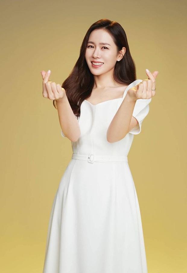 Irene xinh như tiểu thư quý tộc, át vía cả chị đẹp Son Ye Jin khi diện chung váy - Ảnh 4.