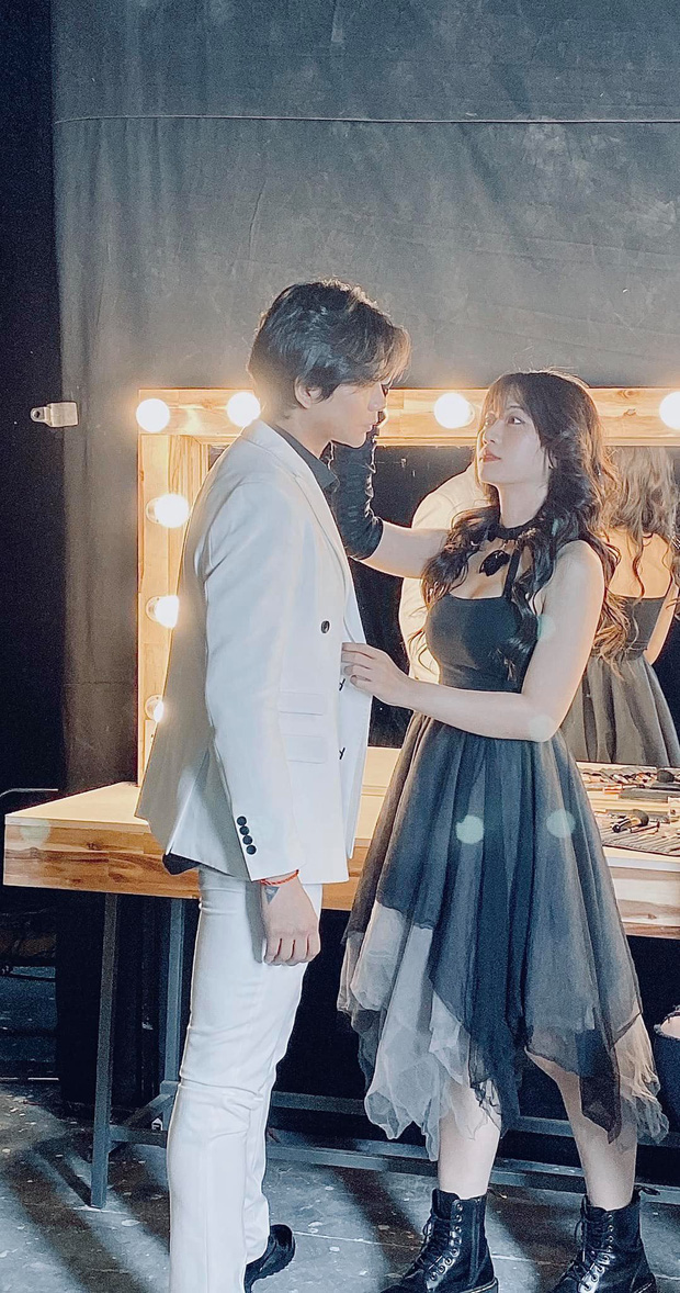 Lần đầu sau 2 năm ly hôn Trương Quỳnh Anh, Tim công khai thân thiết với gái xinh lạ mặt: Và con tim đã vui trở lại? - Ảnh 2.