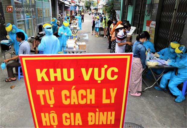 Lịch trình của 21 ca Covid-19 mới ở Đà Nẵng: Có người là bảo vệ bến xe, giáo viên, người đi chùa, đám cưới, lấy cao răng - Ảnh 1.