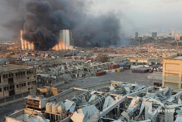 NÓNG: Nổ kho pháo kinh hoàng làm rung chuyển thủ đô Beirut (Liban), ít nhất 10 người chết và hàng trăm người bị thương - Ảnh 4.