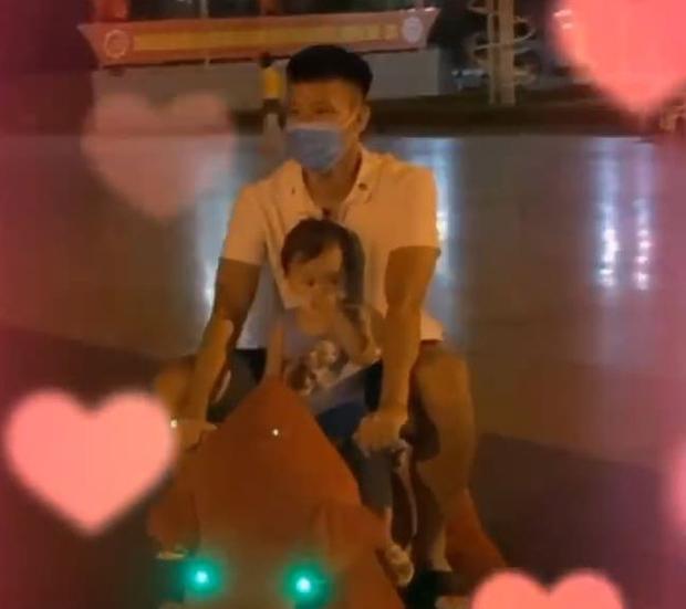 Công Phượng bắt cặp Huy Toàn tại nông trại Đà Lạt: Không đá bóng thì mình đi bán... bơ - Ảnh 2.
