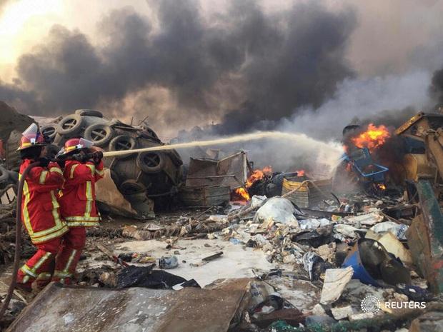 NÓNG: Nổ kho pháo kinh hoàng làm rung chuyển thủ đô Beirut (Liban), ít nhất 10 người chết và hàng trăm người bị thương - Ảnh 5.