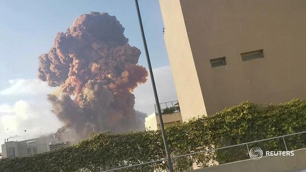 NÓNG: Nổ kho pháo kinh hoàng làm rung chuyển thủ đô Beirut (Liban), ít nhất 10 người chết và hàng trăm người bị thương - Ảnh 6.