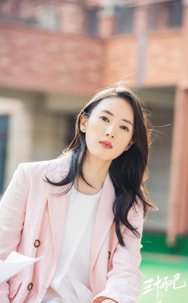 Dùng đến 6 loại kem chống nắng, bảo sao Đồng Dao đã 35 mà da vẫn mơn mởn như gái đôi mươi - Ảnh 2.