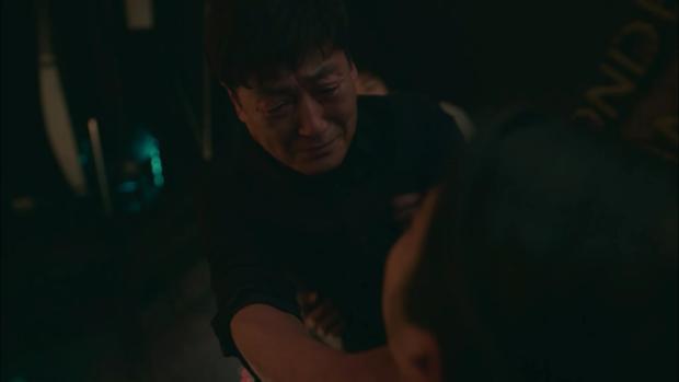 4 giả thuyết cái kết Điên Thì Có Sao: Mẹ Seo Ye Ji vẫn còn sống, giám đốc Sang In là gián điệp ngầm? - Ảnh 9.