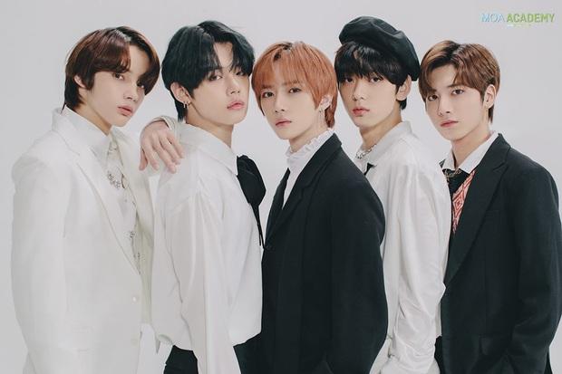 Fan quốc tế chọn 10 đại diện khởi đầu thế hệ mới của Kpop, Knet phản pháo: BTS và BLACKPINK vẫn còn nổi lắm, quan tâm gen 4 làm gì? - Ảnh 12.