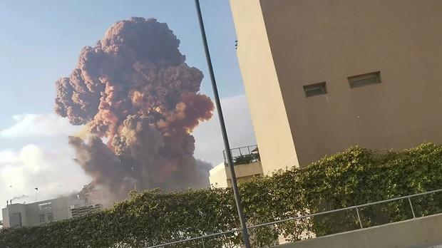 Chùm ảnh: Hiện trường như ngày tận thế sau vụ nổ kinh hoàng tại Lebanon khiến 4000 người thương vong - Ảnh 5.
