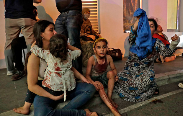 Chùm ảnh: Hiện trường như ngày tận thế sau vụ nổ kinh hoàng tại Lebanon khiến 4000 người thương vong - Ảnh 7.