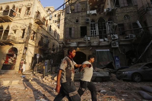 Chùm ảnh: Hiện trường như ngày tận thế sau vụ nổ kinh hoàng tại Lebanon khiến 4000 người thương vong - Ảnh 4.