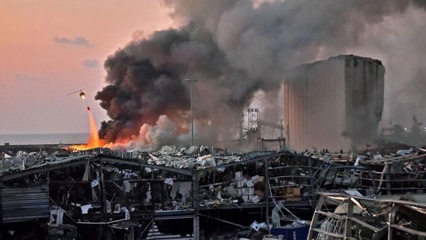 Tiết lộ ngỡ ngàng về vụ nổ thảm họa tại Lebanon: Nguyên chuyến tàu khổng lồ chở toàn vật liệu nổ đậu ở cảng hàng năm trời, lý do tại sao? - Ảnh 4.