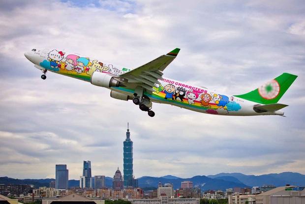 Máy bay chủ đề Hello Kitty chính thức cất cánh trong Ngày của Cha, có điều hành khách sẽ… không đi đến đâu cả - Ảnh 6.
