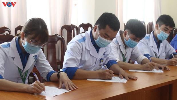 Hơn 300 sinh viên ngành y tình nguyện tham gia chống dịch Covid-19 - Ảnh 1.