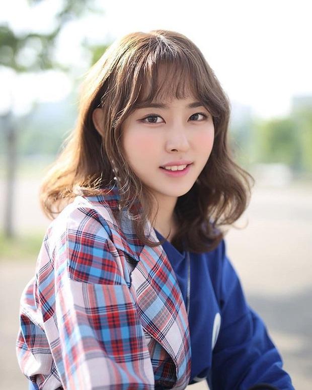 Sáng làm người mẫu, chiều cosplay, tối lên sóng quẩy game, cô nàng streamer hoàn hảo tới từng milimet khiến fan thổn thức - Ảnh 1.