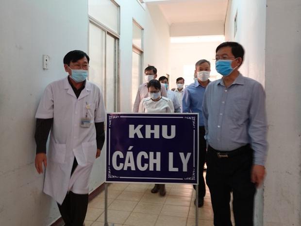 Bình Định cử 25 bác sĩ, điều dưỡng hỗ trợ Đà Nẵng chống dịch Covid-19 - Ảnh 1.