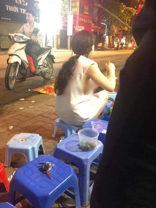 Cô gái mặc áo dây để lộ vòng 1 hớ hênh khi đi đường, dân tình lắc đầu: Quá phản cảm - Ảnh 4.