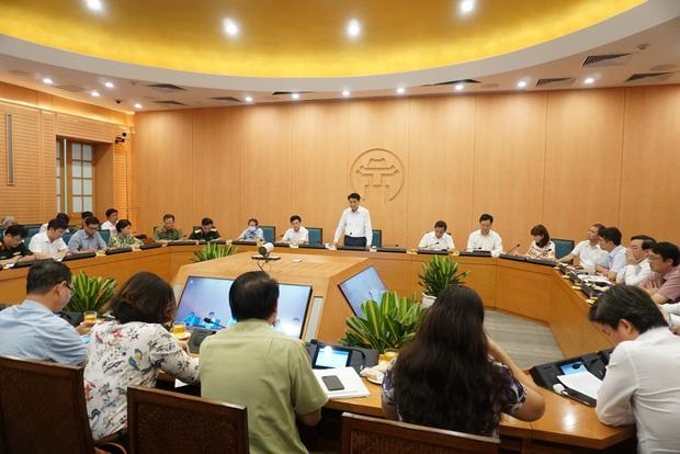 Nhân viên xe bus dương tính lần 1 với SARS-CoV-2 ở Hà Nội: Test nhanh âm tính vào ngày 31/7, đi nhiều nơi trong vòng 14 ngày - Ảnh 1.