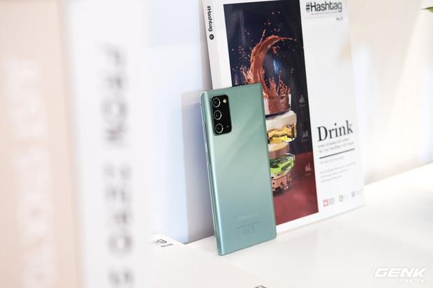Trên tay Galaxy Note20/Note20 Ultra vừa ra mắt: Một cứng cáp, một mềm mại, màu đẹp xuất sắc, hợp cả nữ lẫn nam - Ảnh 18.