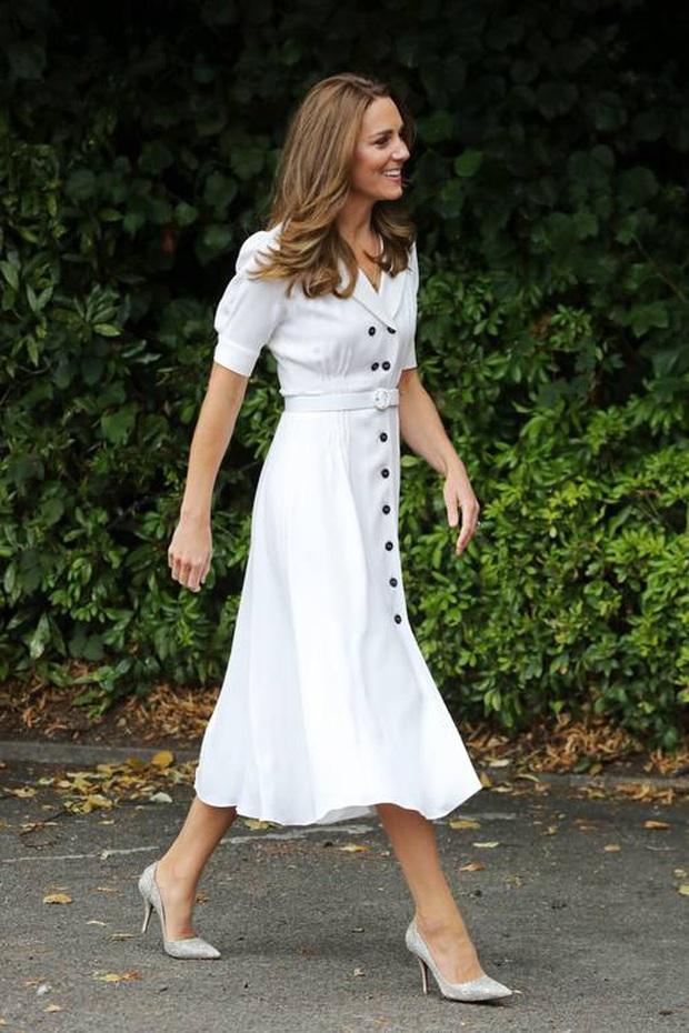 Biết là Công nương Kate mặc đẹp nhưng ít ai nhận ra kiểu váy ruột giúp cô vừa trẻ trung lại trông như gầy đi 5kg - Ảnh 4.