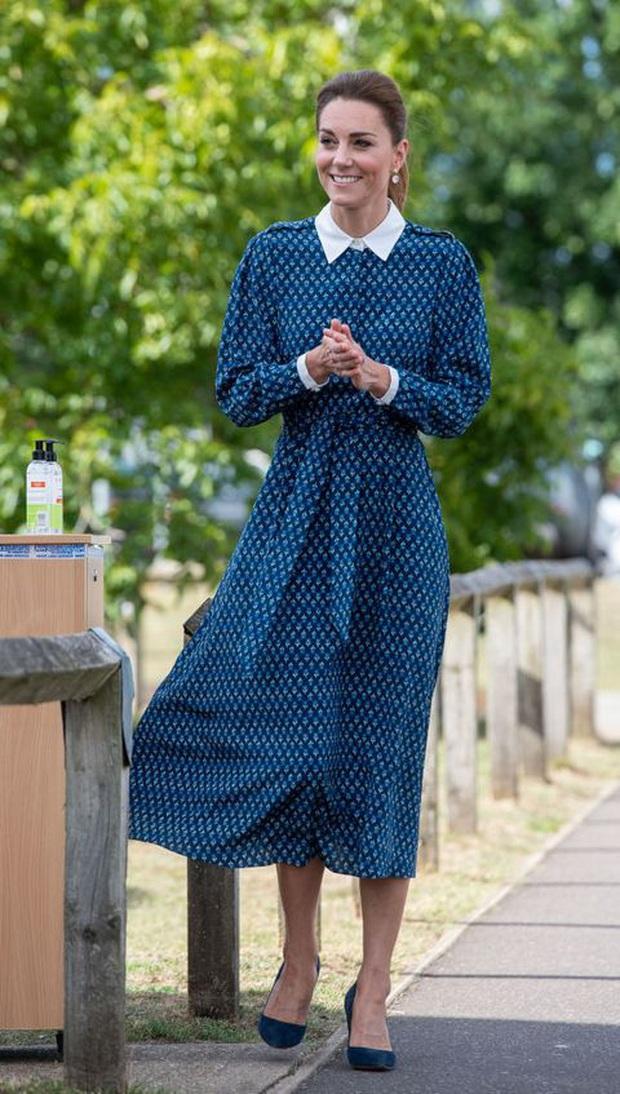 Biết là Công nương Kate mặc đẹp nhưng ít ai nhận ra kiểu váy ruột giúp cô vừa trẻ trung lại trông như gầy đi 5kg - Ảnh 8.
