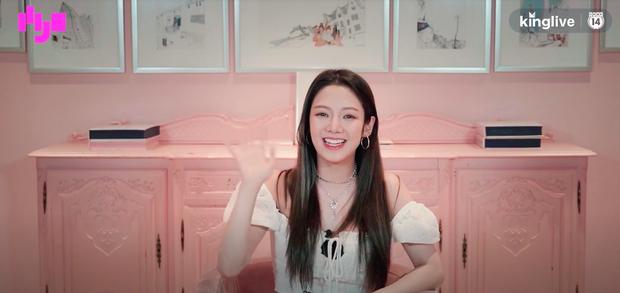 Phỏng vấn đặc biệt HYO: Thích hoạt động cùng SNSD hơn solo, ấn tượng nhất với fan Việt ở khoản... hát tiếng Hàn quá nhiệt! - Ảnh 8.