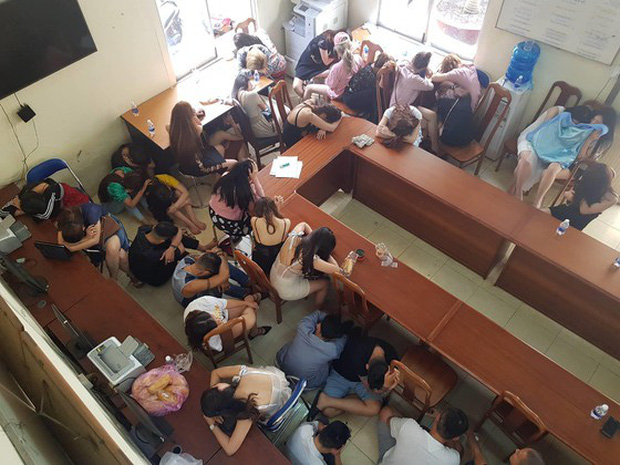 Đề nghị truy tố Việt kiều Mỹ, chủ quán bar 030X8 cho khách sử dụng ma tuý ở Sài Gòn - Ảnh 5.