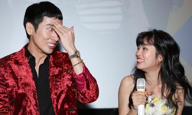 Bị fan hỏi khó về ẩn tình với Tuấn Trần, Khánh Vân dùng trò chơi Ma sói để hé lộ về mối quan hệ thật của cả hai - Ảnh 4.