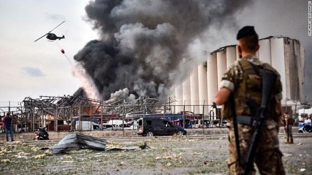 Tiết lộ ngỡ ngàng về vụ nổ thảm họa tại Lebanon: Nguyên chuyến tàu khổng lồ chở toàn vật liệu nổ đậu ở cảng hàng năm trời, lý do tại sao? - Ảnh 1.