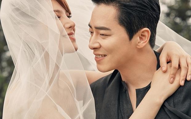 HOT: Nữ ca sĩ Hậu duệ mặt trời Gummy chính thức hạ sinh con đầu lòng cho tài tử Jo Jung Suk - Ảnh 3.